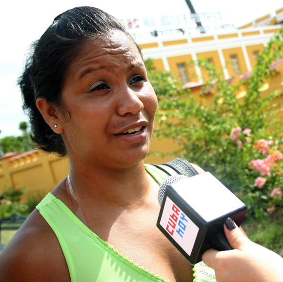 Sulenni Romero, una maestra orgullosa de hacer algo importante para la Patria. Foto: Jorge Legañoa/Cubadebate.