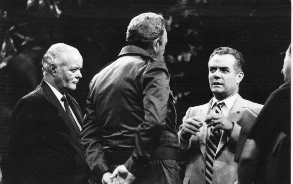 Julio García Luis conversa con Fidel en el V Congreso de la UPEP, en 1986. Foto: Cardona