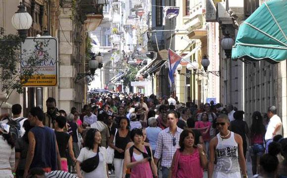 Concurrido Boulevard de la calle Obispo, en La Habana Vieja, Cuba, el 15 de junio de 2013. AIN FOTO/Tony HERNÁNDEZ MENA/ogm