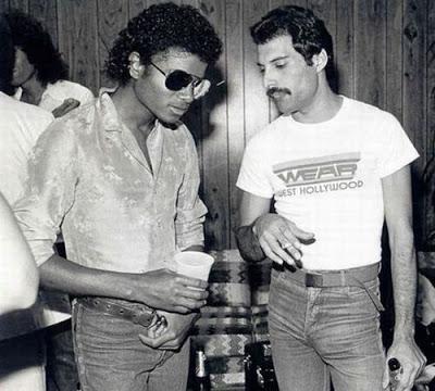 Michael Jackson (izq.) y Freddie Mercury.