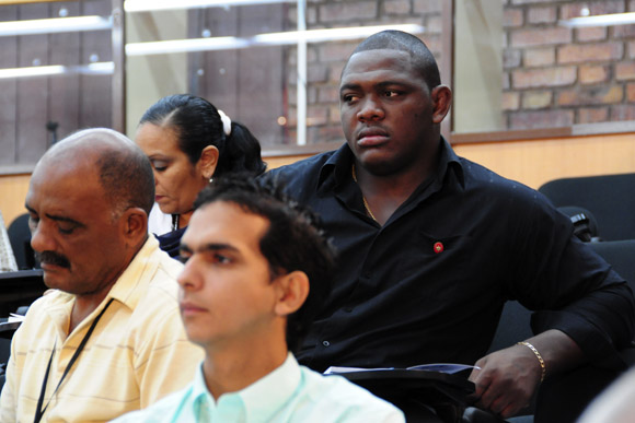 Mijain López participa como diputado en una de las comisiones de la asamblea nacional. Foto: Ismael Francisco/Cubadebate.