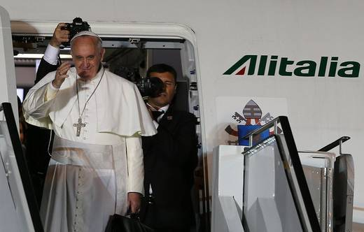 Papa Francisco regresa a Roma.