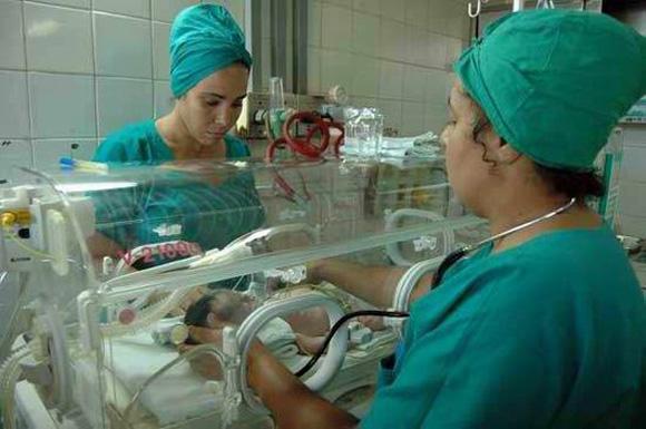 La salud pública cubana ha priorizado a los grupos poblacionales de riesgo, en particular a la mujer y los niños.