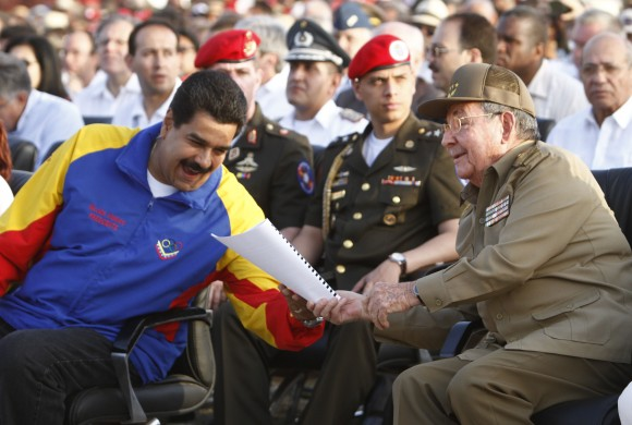 Raúl y Maduro en el Acto por el Aniversario 60 del Asalto al Cuartel Moncada. Foto: Ismael Francisco/ Cubadebate