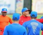 Víctor Mesa dirige el entrenamiento del equipo Cuba previo al tope con la selección universitaria de EE.UU. 17 de julio de 2013. Foto: Ricardo López Hevia/Cubadebate