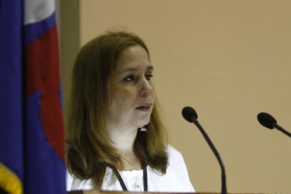 Rosa Mirian Elizalde presentó una estudiada radiografía del modelo de comunicación cubano y sus carencias.  Foto: Ismael Francisco / Cubadebate