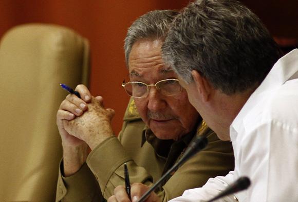El General de Ejército Raúl Castro Ruz y el Primer Vicepresidente Miguel Díaz-Canel en la sesión de la Asamblea Nacional del Poder Popular, 7 de julio de 2013. Foto: Ismael Francisco/Cubadebate