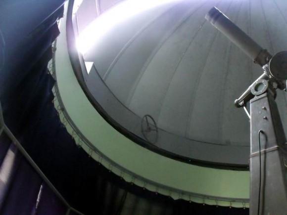 El área de observación que muestra seis telescopios listos para usarse; ahí es donde también está la cúpula que cubre el telescopio principal  totalmente restaurado y funcional que data de 1948. Foto: Osmel Cruzata Montero