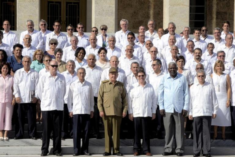 raul preside juramentación de nuevos embajadores