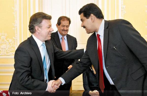 Juan Manuel Santos (izq.) y Nicolás Maduro. Foto: Archivo.