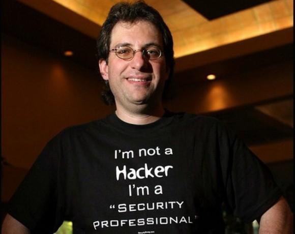 """Kevin Mitnick, 'exhacker' al que el Departamento de Justicia de EE.UU. describió como """"el criminal digital más buscado en la historia de Estados Unidos"""", y ahora trabaja de consultor en seguridad informática. Al final del siglo XX, Mitnick fue condenado por varios delitos informáticos y cumplió 5 años en prisión."""