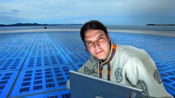 Vice Miskovic, 'hacker' croata quien a los 15 años de edad junto con otros dos adolescentes irrumpió en los servidores del Pentágono y copió archivos secretos sobre bases militares estadounidenses en 1997.    Por presiones del Departamento de Defensa de EE.UU. e Interpol, la Policía croata registró las casas de los piratas y confiscó sus computadoras.