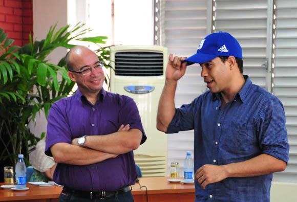 Randy y Danil Rojas, forista que firma con el seudónimo Latinoamericano. Foto: Ladyrene Pérez/Cubadebate.