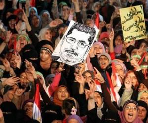 Egipto condena a cadena perpetua a líderes de los Hermanos Musulmanes