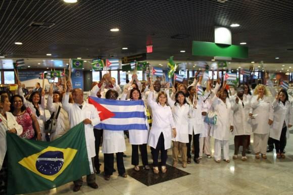 Médicos cubanos llegan a Brasil en agosto del 2013. Foto: Brasil de Fato. Tomada de Cubadebate