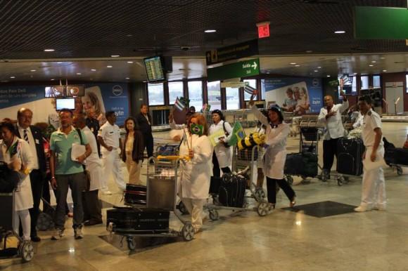 Médicos Cubanos llegan al aeropuerto de Recife, Brasil, sábado 24 de agosto de 2013. Foto: Brasil de Fato
