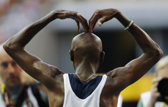 Mo Farah después de ganar el oro en los 10.000. Anja Niedringhaus (AP)
