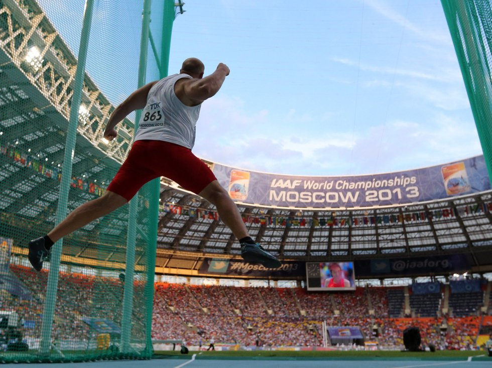 Piotr Malachowski, de Polonia, reacciona durante la final de lanzamiento de disco. Malachowski fue segundo tras el alemán Robert Harting, que logró que el disco volara hasta los 69,11 metros.ADRIAN DENNIS (AFP)