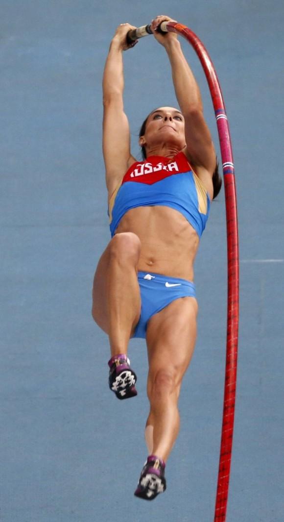 Yelena Isinbayeva, en pleno salto.MAXIM SHEMETOV (REUTERS)