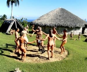 Areíto, celebración danzaría del triunfo sobre los maleficios, en la Aldea Taína en Chorro de Maíta, en el holguinero Cerro de Yaguajay, donde se disfruta de un panorama muy acogedor con un diseño muy parecido a la época de aborígenes en Cuba. Holguín. AIN foto/Ariel SOLER COSTAFREDA