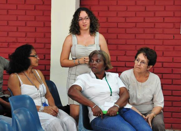 De pie, Daylén Vega, colaboradora habitual. Foto: Ladyrene Pérez/Cubadebate.