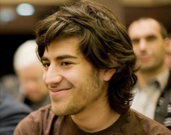 Aaron Swartz, programador y activista por la libertad de Internet, fue acusado por la Justicia estadounidense de fraude electrónico e informático por descargar más de 4 millones de artículos científicos mediante el uso de la conexión a la Red que unía a 17 bibliotecas. Se suicidó y fue encontrado muerto el 1 de enero de 2013.
