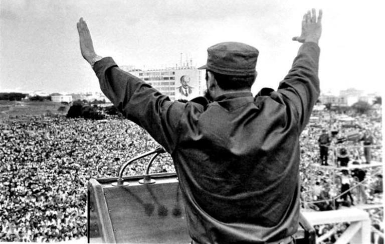 fidel en la plaza de la revolución