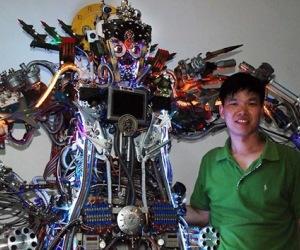 Un joven chino ha construido con chatarra y cables electrónicos de segunda mano un robot gigante que imita voces humanas. Foto: RT