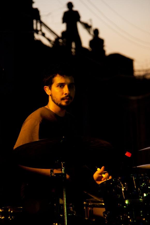 Oliver Valdés lleva más de cuarenta conciertos en los barrios. Foto: Alejandro Ramírez Anderson.