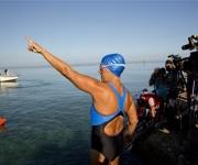Diana Nyad a punto de salir de las costas de La Habana. Foto AP