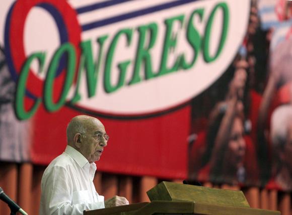 Jóse Ramón Machado Ventura, segundo secretario del Partido Comunista de Cuba, clausuroi en Congreso de los cederistas cubanos. Foto: Ismael Francisco/Cubadebate.