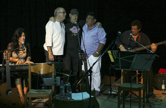 De iza. a der. Tammy López, Lázaro García, Vicente Feliú y Augusto Blanca en el Concierto por Los Cinco en Bellas Artes, 5 de septiembre de 2013Foto: Ladyrene Pérez/Cubadebate.