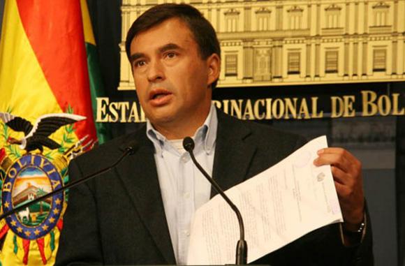 El ministro de la Presidencia de Bolivia, Juan Ramón Quintana, ha denunciado la existencia de intelectuales bolivianos al servicio de Estados Unidos, entre los métodos injerencistas del gobierno norteamericano en su país.