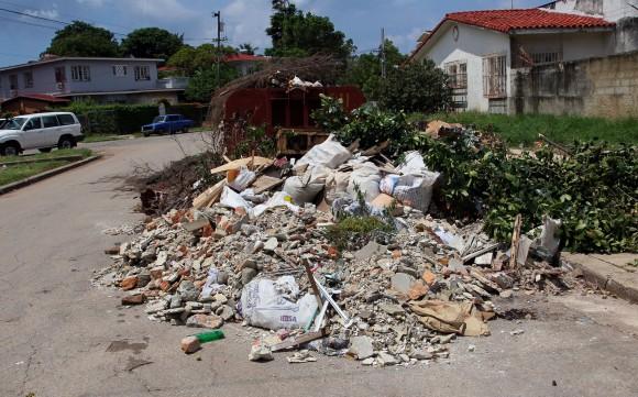 La esquina de 17 y 36, Playa, La Habana, a principios de septiembre 2013 Foto: Ismael Francisco/Cubadebate
