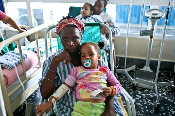 La madre de Alejandra tiene como prioridad el cuidado de su hija. Foto: Roberto Chile/Cubadebate.