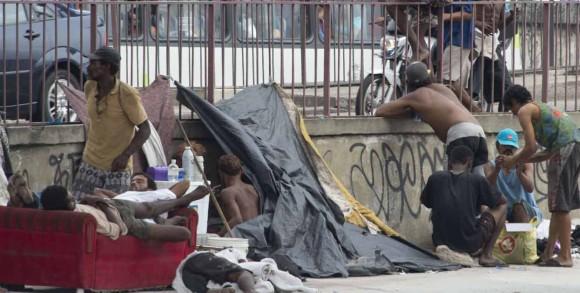 En Rió de Janeiro, Brasil, la policía realizo un operativo para retirar a presuntos adictos a las drogas y expendedores de las favelas.