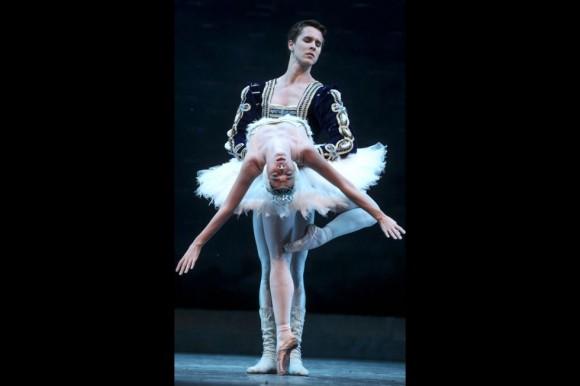 La versión cubana de este adagio singular, considerado como el más perfecto de la historia del ballet, se mantiene inalterado desde la fundación de la compañía. Alicia Alonso marcó el papel con unos tiempos más lentos.