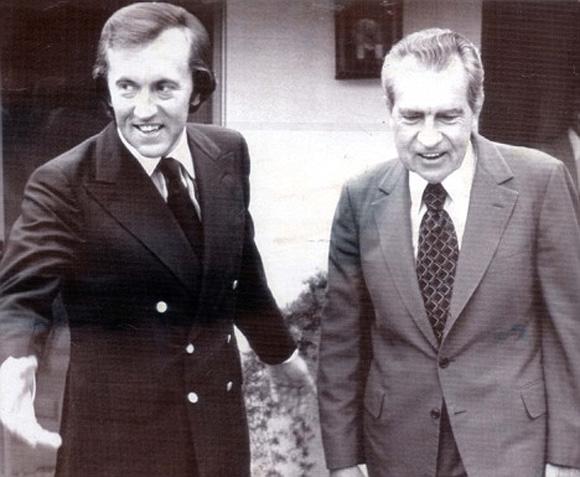 Frost (izquierda) y Nixon en una casa de California, después de grabar una entrevista.