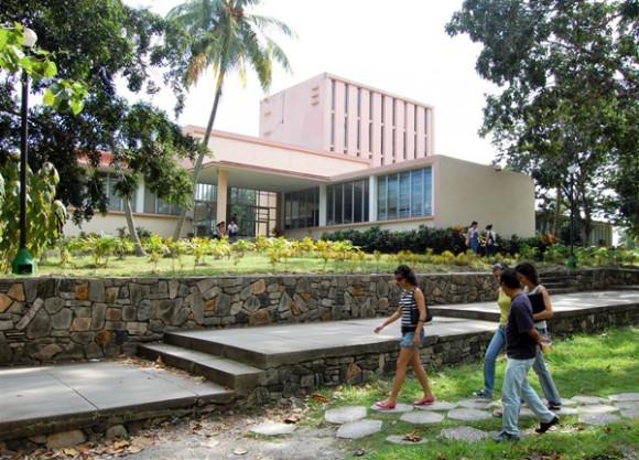 Universidad Central de Las Villas, un bastión del desarrollo científico del país.