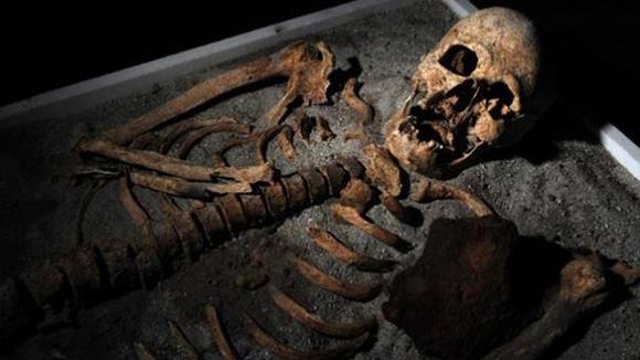 Vampiro de Sozopol, también hallado con hierro en el pecho. Foto: Archivo de EFE.