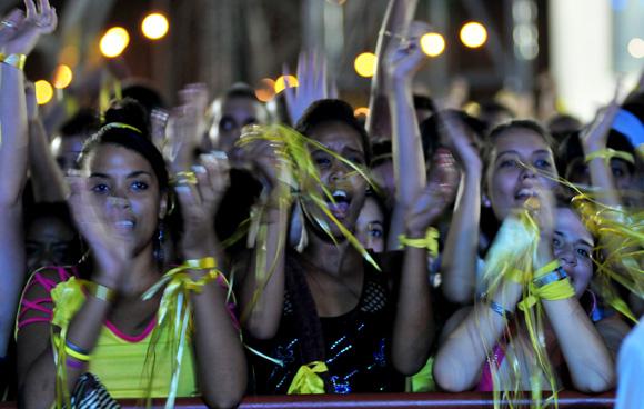 Público asistente al concierto por los 15 años del injusto encarcelamiento de Los Cinco Héroes. Foto: Ladyrene Pérez/Cubadebate.