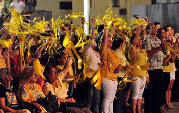 Familiares de Los Cinco durante el concierto por los 15 años del injusto encarcelamiento. Foto: Ladyrene Pérez/Cubadebate.