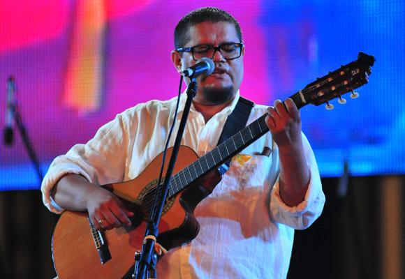Eduardo Sosa en el concierto por los 15 años del injusto encarcelamiento de Los Cinco Héroes. Foto: Ladyrene Pérez/Cubadebate.