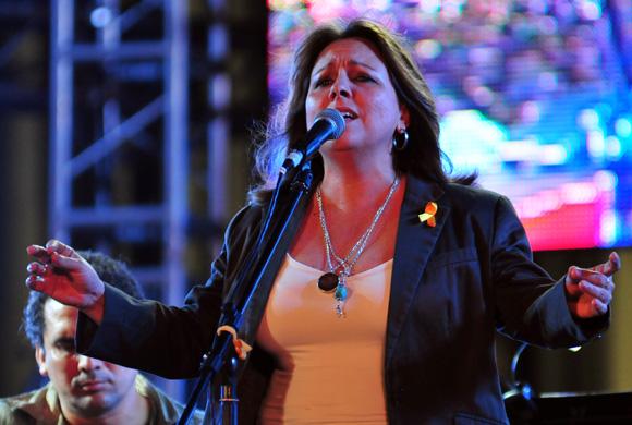 Liuba María Hevia durante concierto por los 15 años del injusto encarcelamiento de Los Cinco Héroes. Foto: Ladyrene Pérez/Cubadebate.