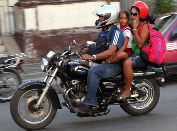 Apretados pero puntuales. Foto: Ismael Francisco/Cubadebate.