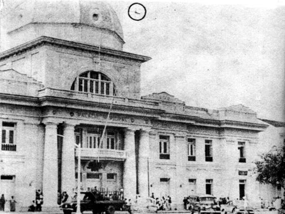 El pueblo cienfueguero tomó la ciudad, mientras los aviones de la tiranía bombardeaban diversos puntos de la urbe.
