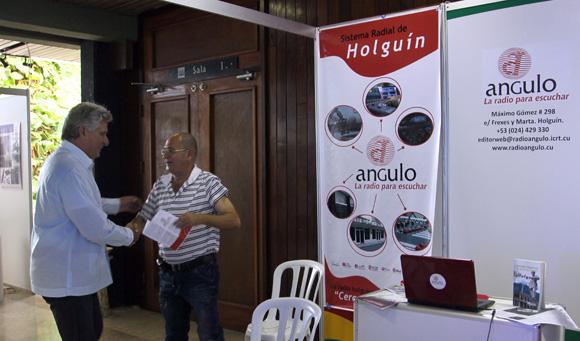 Recoorre Miguel Díaz-Canel primer vicepresidente cubano  feria comercial del Festival de la Radio y la Television cubana. Foto: Ismael Francisco/Cubadebate.