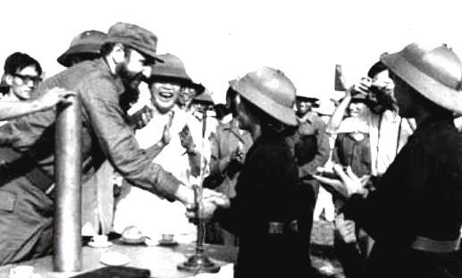 Fidel visita el Paralelo 17, al sur de Viet Nam