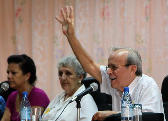 Ricardo Alarcón durante el Cuarto Foro de la sociedad civil cubana por la liberación de los Cinco. Foto: Ladyrene Pérez/Cubadebate.