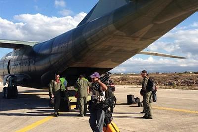 El avión con ayuda humanitaria para los refugiados sirios enviado por el ALBA hizo su última parada en Grecia antes de arribar este lunes al Líbano. Foto: Telesur.
